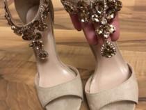 Sandale bej,elegante cu pietre