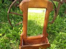 Oglinda veche de perete cu rama din lemn