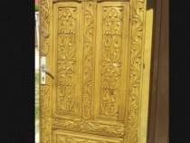 Ușă exterior sculptată manual