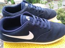 Adidasi Nike, mar 44 (28 cm) made in Vietnam.