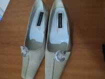 Pantofi eleganti din piele noi