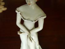 Bibelou ,,Fata cu palarie,,extra fine porcelan