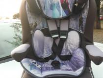 Scaun auto pentru copii model frozen curat si ingrijit