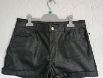 Pantaloni scurti imitatie piele