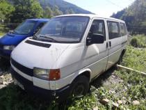 Volkswagen Transporter 9 locuri