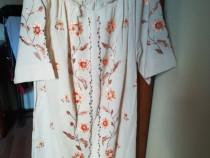 Rochie tradițională lucrată manual
