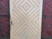Ușă veche din lemn