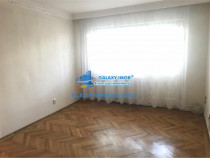 Apartament 4 camere, nemobilat, in Ploiesti, zona Vest