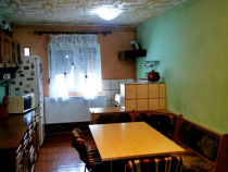 Apartament 3 camere, decomandat, etaj4/4 Dambovita