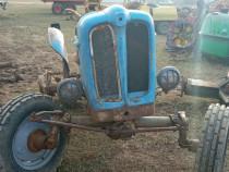Dezmembrez tractor fiat 411