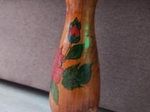 Vaza din lemn cu model floral