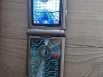 MOTOROLA RAZR V3 telefon vintage cu clapa fabricatie 2004 de