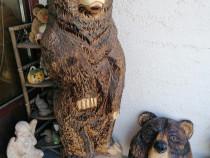 Trofeu, urs sculptat în lemn cu Drujba