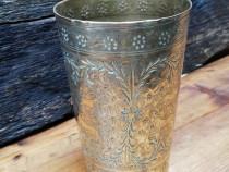 Pahar vechi din bronz gravat