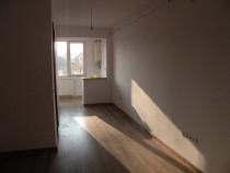 Apartament 2 camere, zona Dumbrava, etajul 3