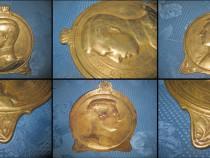 Aplica antica bronz Albert Rege Belgia 1910. Semnata Cr. S.