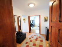 Apartament cu trei camere decomandate, in zona Ultracentrala