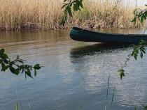 Canoe pentru pescuit ,lungime 5,4m latime1,10m .