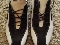 Pantofi in doua culori