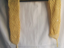 Eşarfă tricotată manual