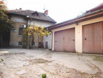 Ultracentral : Casa de locuit + Imobil cu 2 garaje, Bai