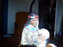 Veioza cu mama indianca cu copil in brate