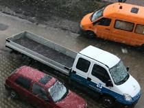 Inchiriez camioneta cu tot cu sofer, 7 locuri, consum motori