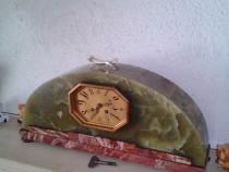 Ceas de semineu art deco placat cu onix
