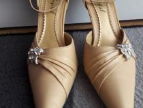 Pantofi crem - 39