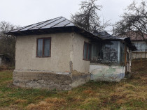 Casa demolabila cu utilitati in Poiana Campina,teren 750 mp