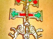 A293-Aplica mica crucifix arhaic vintage din alama cromata.