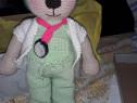 Jucarii crosetate (ursuleti) Un ursulet medic