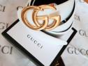 Curele unisex firmă, alb imaculat logo metalic auriu, Itali