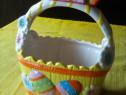 Cosulet vechi din portelan pentru oua de paste