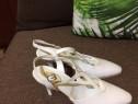 Pantofi albi piele