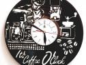 """""""Coffee time """" Ceas de perete lucrat manual din discuri de V"""