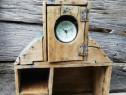 Stelaj de lemn cu turn pentru ceas