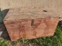 Cufar vechi din lemn.