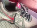 Adidas Nike 37