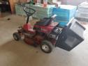 Tractoras taiat iarba gazon