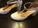 Pantofi albi din piele