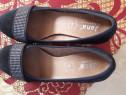 Pantofi frumosi din piele intoarsa neagra cu perlute albe