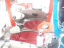 Mobilier sticla roșu baie