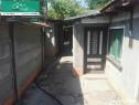 Pod Butelii casa batraneasca cu teren generos