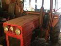 Tractor 445 cu numai 900h de Funcționare Cabina