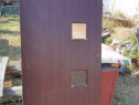 Usa exterior din lemn