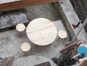 Masa rotunda traditionala cu trei scaune rotonde