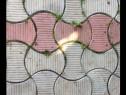 Curat dintre pavele iarba si buruienile cu unelte speciale