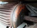 Motor trifaz