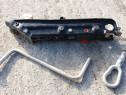 Set cric cu cheie roti si cui BMW E46